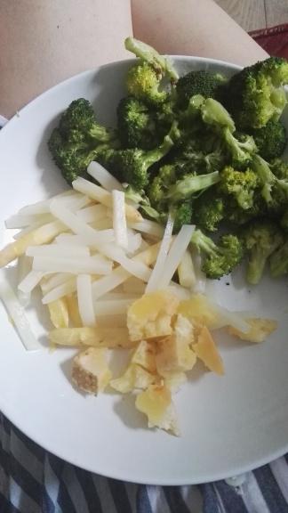 Spargel, Brokkoli und italienischer Käse